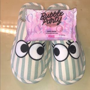 Shoes - Brand new super cute slippers